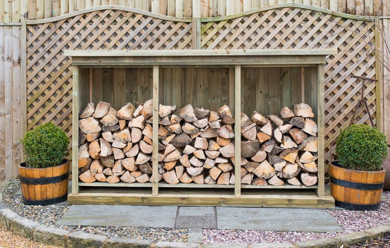 How to store kiln dried logs in a log store and keep them dry